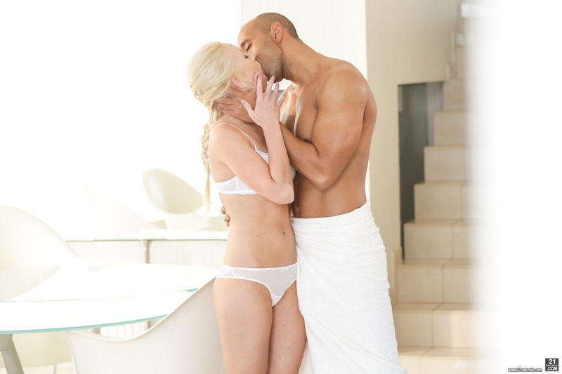Hot Blonde Babe In Interracial Hardcore Action-01
