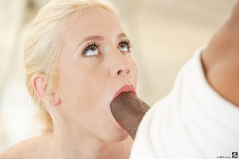 Hot Blonde Babe In Interracial Hardcore Action-03