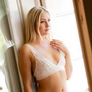 Cayla Lyons In Pleasure-01