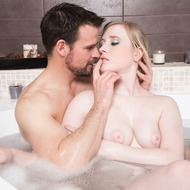 Satine Spark Having Sex In The Bathtub-04