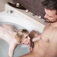 Satine Spark Having Sex In The Bathtub-07