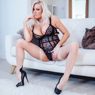 Curvy MILF Michelle Thorne Rides On A Cock-02