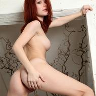 Hot naked Lynette-08