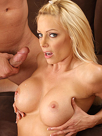 Hot Pornstar Holly Sampson Gets Fucked