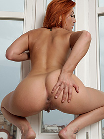 Naked Redhead Shows Her Sexy Ass