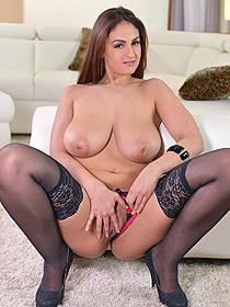 Busty Sandra Milka