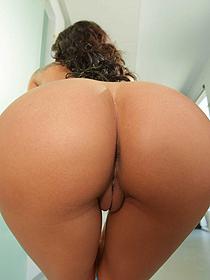 Amia's Round Ass